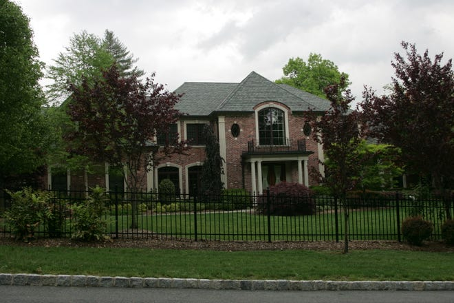 Franklin Lakes home purchased in 2007 by Willie Randolph.