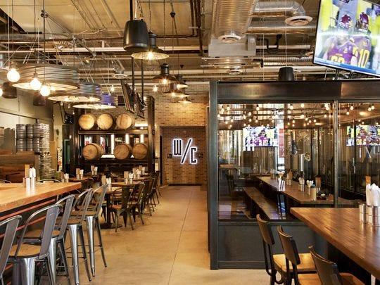 Pedal Haus Brewery en Tempe abarca 14,000 pies cuadrados y tiene capacidad para 400 clientes.