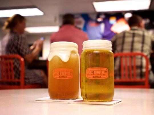Huss Brewing Co. es conocida por sus cervezas Scottsdale Blonde y Husstler Milk Stout.