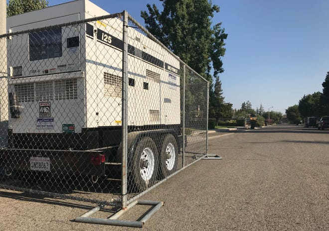41 homes in southwest Visalia are running on generators while SCE crews work to fix a bad underground cable in the area.