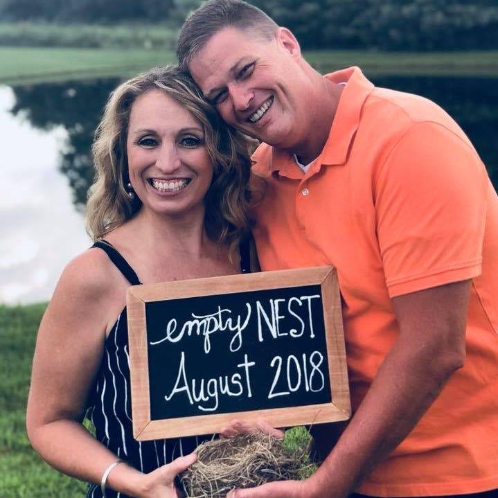 Ohio couple's hilarious empty nest photo shoot goes viral