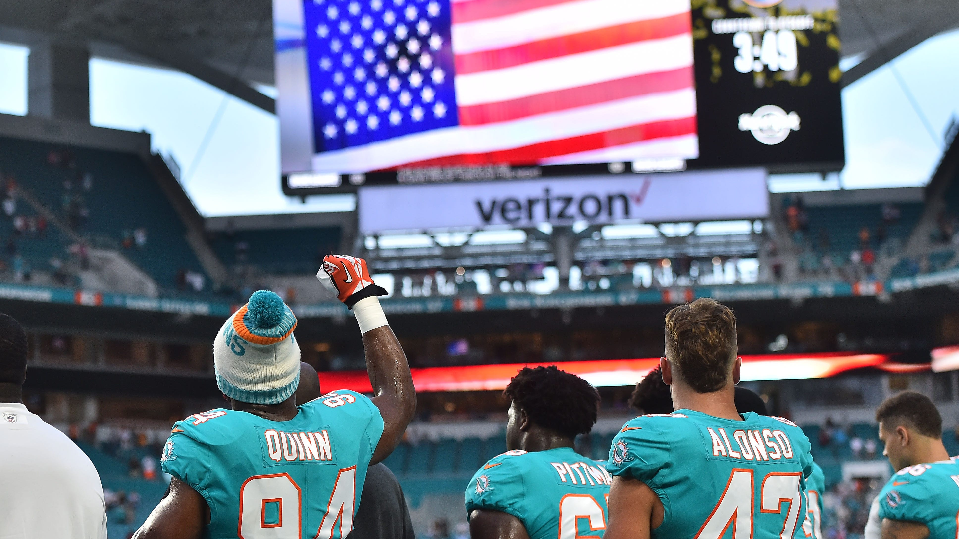 87be0e03-f0a0-46fa-ac61-0c82d428ac78-usp_nfl__tampa_bay_buccaneers_at_miami_dolphins