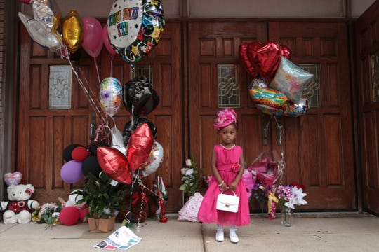 Laylah Pope, of Detroit, stands by a memorial outside of New Bethel Baptist Church in Detroit while visiting the church where Aretha Franklin attended in Detroit on Thursday, August 16, 2018.