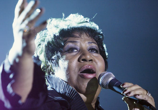 Aretha Franklin sings during her Sept. 20, 2008, concert at Hoosier Park Racing and Casino.