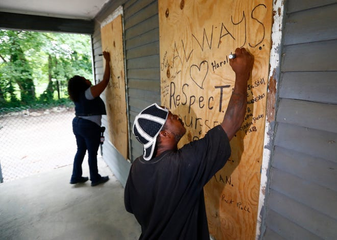 Fans wrote messages on the Franklin birthplace the morning of Aug. 16, which was the day she died in Detroit.
