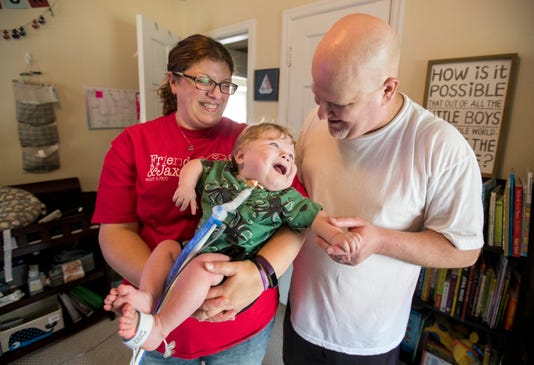 After 561 days, couple\'s first son finally comes home from hospital