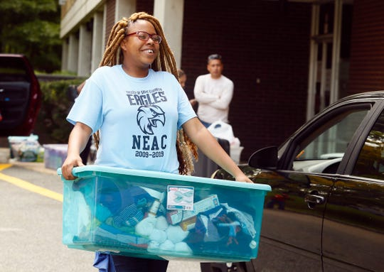 Sophomore Tiana Wallace of Englewood helps freshmen move into Founders Hall as College of Saint Elizabeth welcomes the class of 2022  to campus on move in day.  August 16, 2017, Morris Township, NJ.