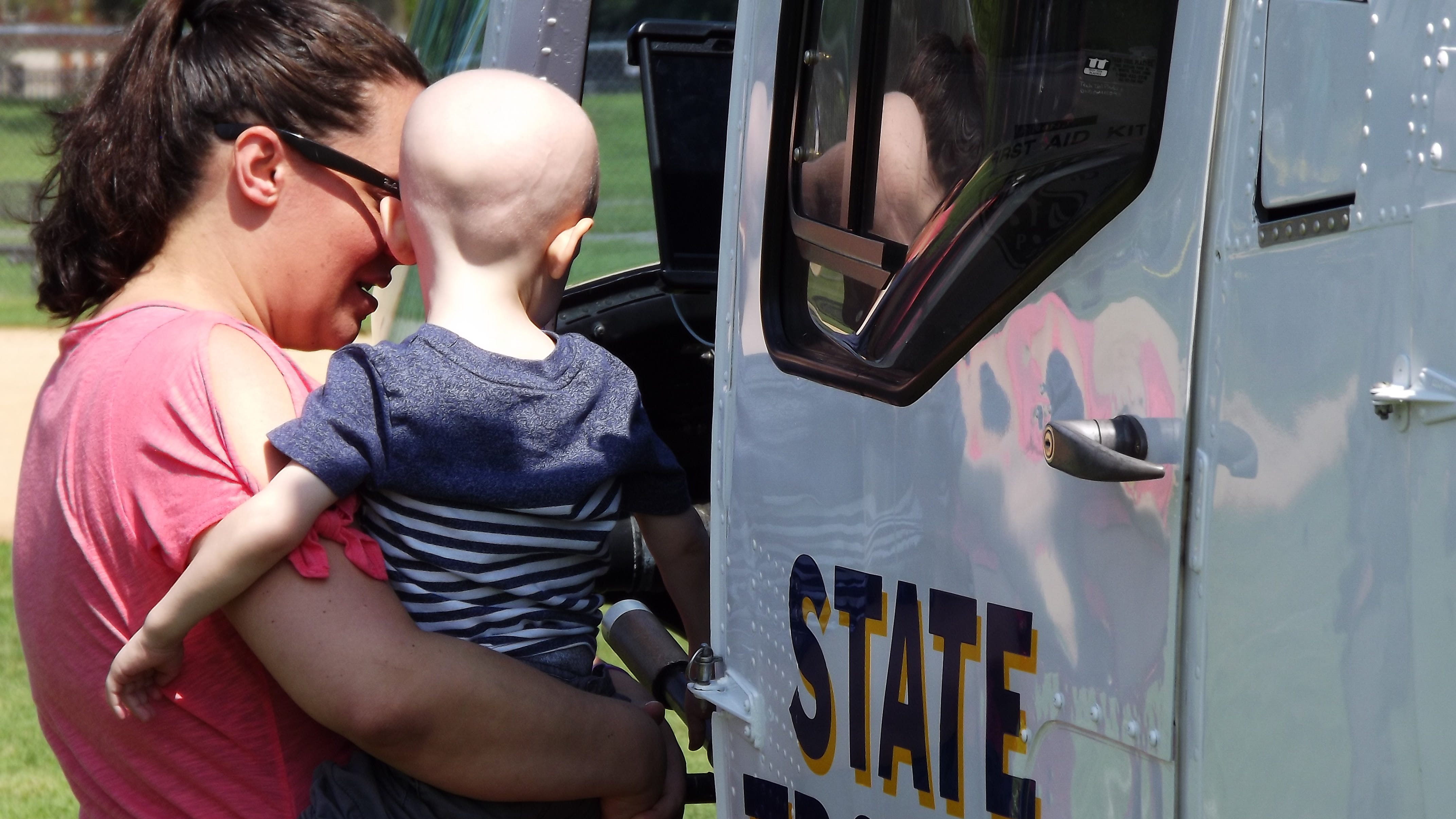 New Jersey police send helicopter to lift spirits of Ridgewood preschooler with cancer