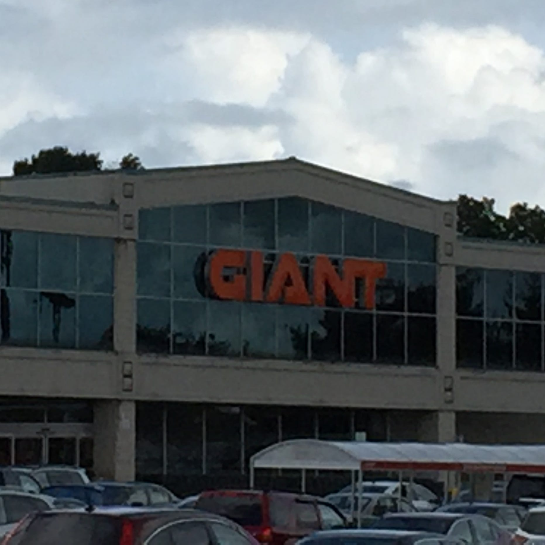 Beer and wine could soon go on sale at one of two Giants Food Stores in Lebanon County.