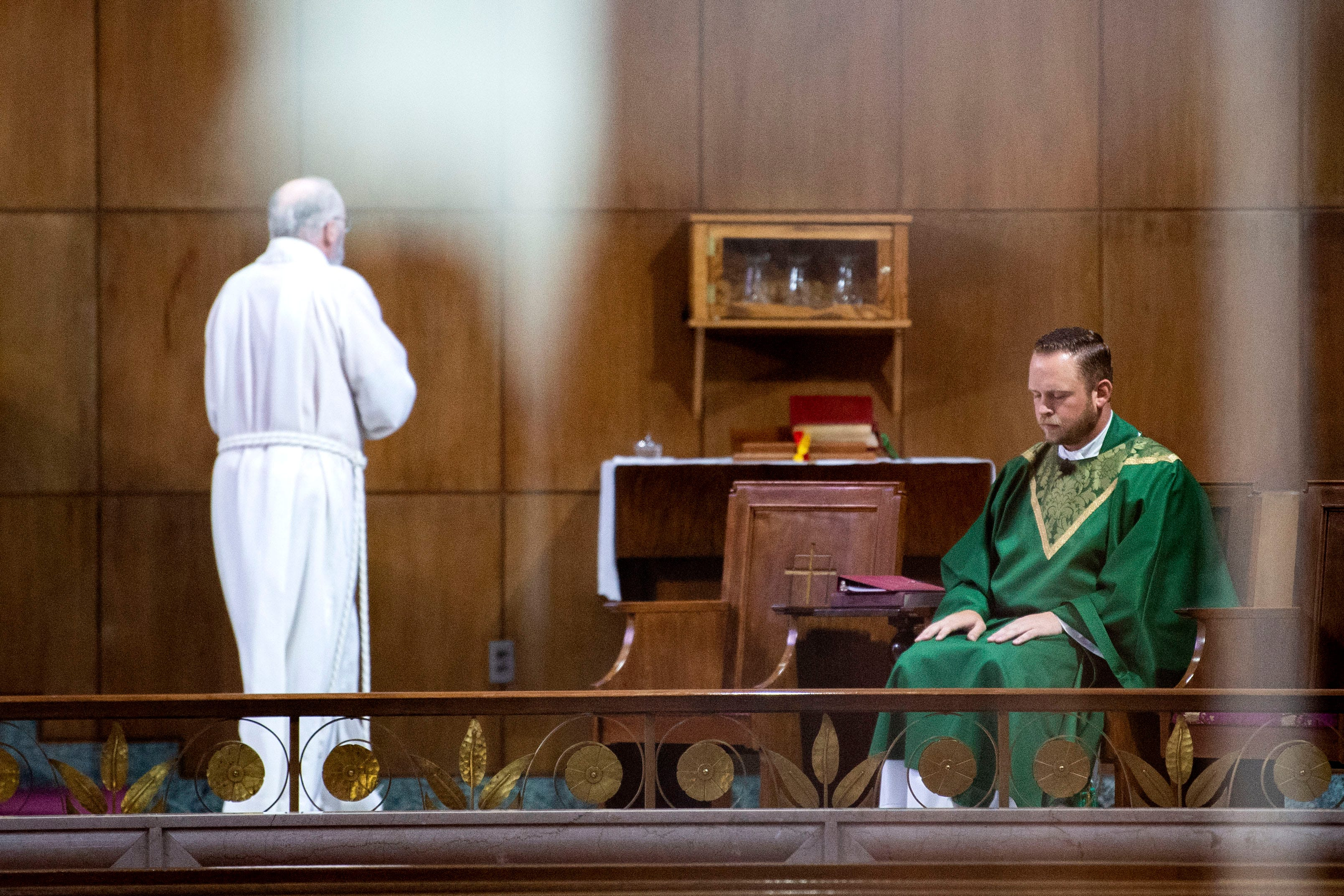 The secret of confession - the rule of priests