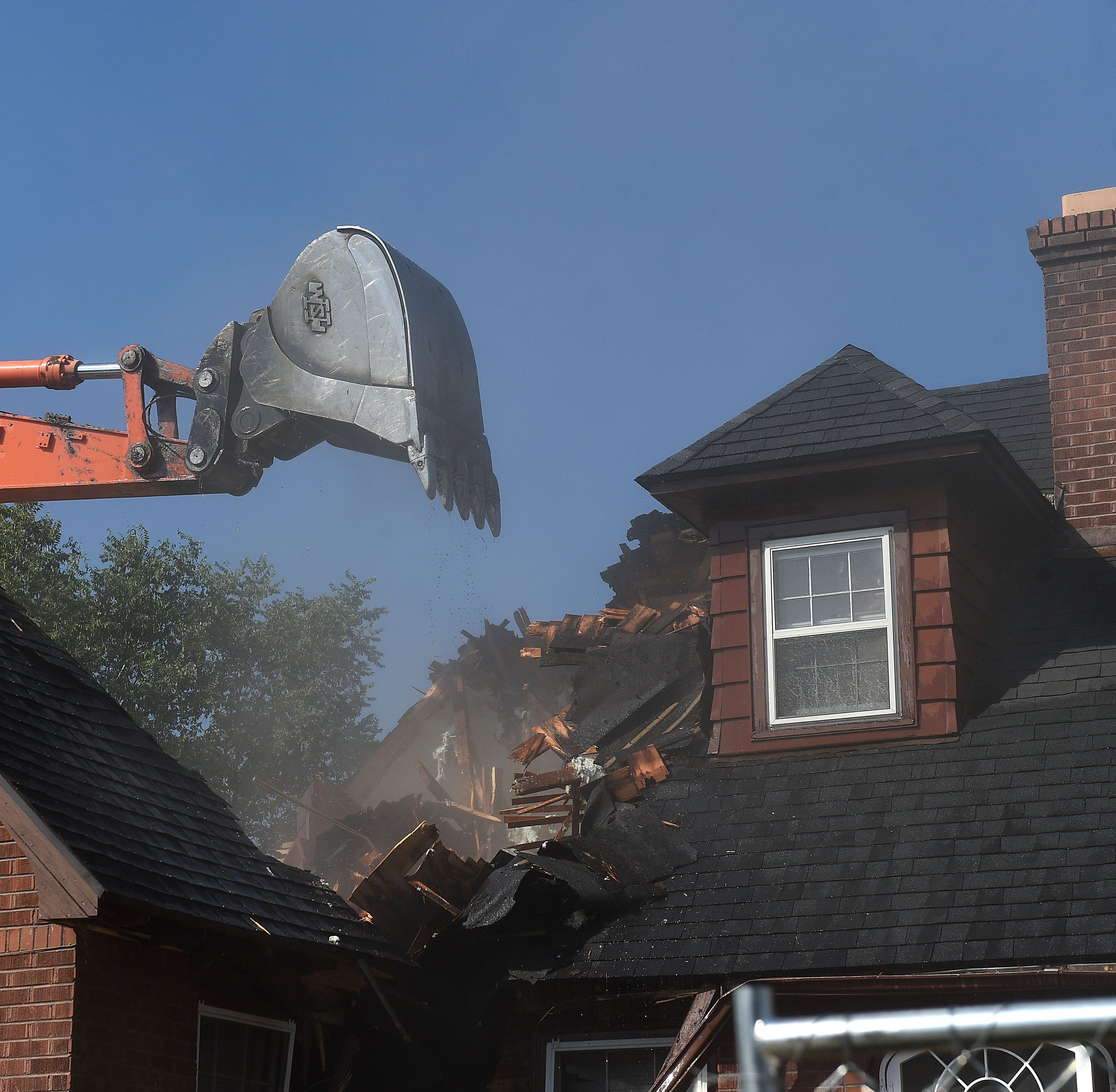 UNR starts tearing down 8 homes on Evans Avenue to make way for new building