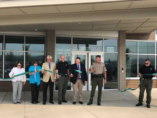 Marion County officials unveiled a new public safety building Thursday afternoon. The 33,000 square-foot space is set tohouse the sheriff'senforcement, probation and parole services.
