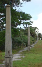 The original street lamp poles from the 1920s