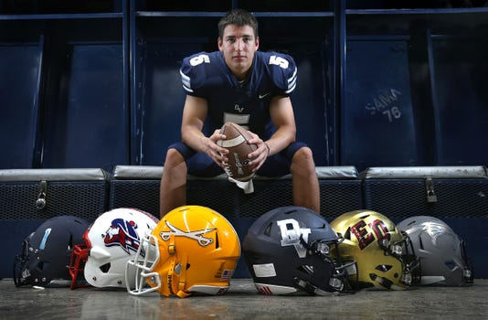Main Del Valle Football Raymond Montez