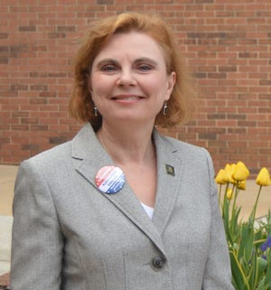 Kathleen Davies is a Democrat running for State Auditor.