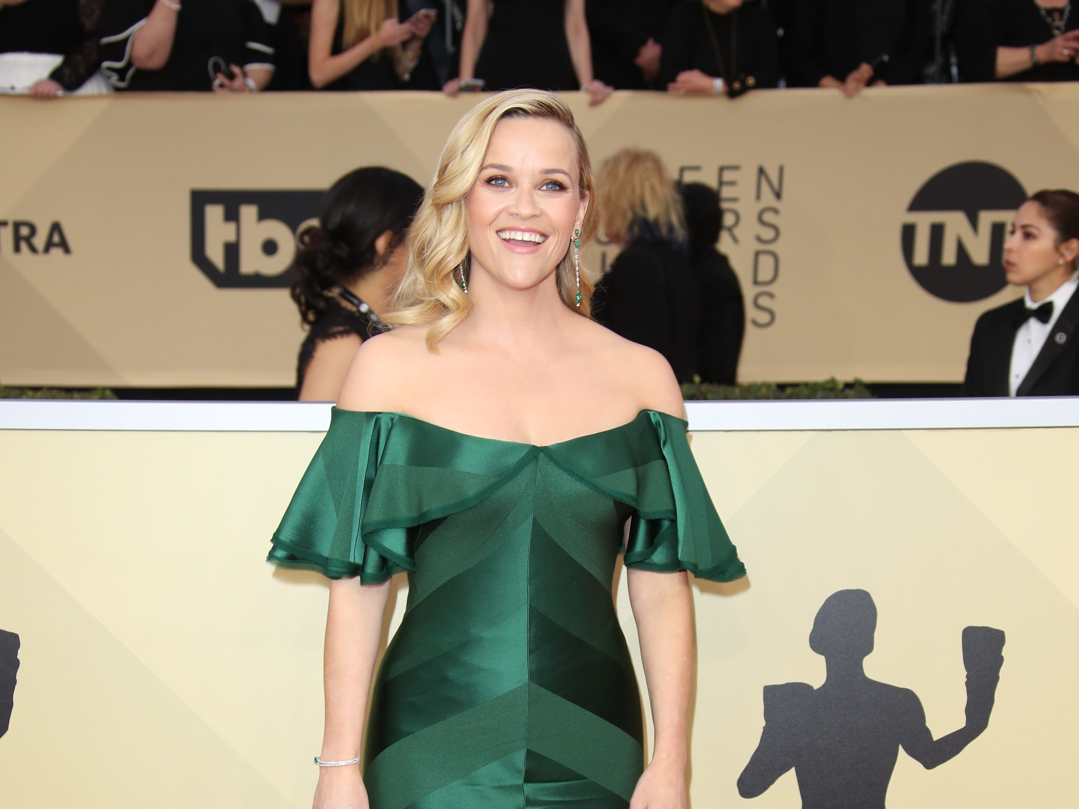 Jan 21, 2018; Los Angeles, CA, USA; Reese Witherspoon arrives at the 24th annual Screen Actors Guild Awards at the Shrine Auditorium. Mandatory Credit: Dan MacMedan-USA TODAY NETWORK (Via OlyDrop)