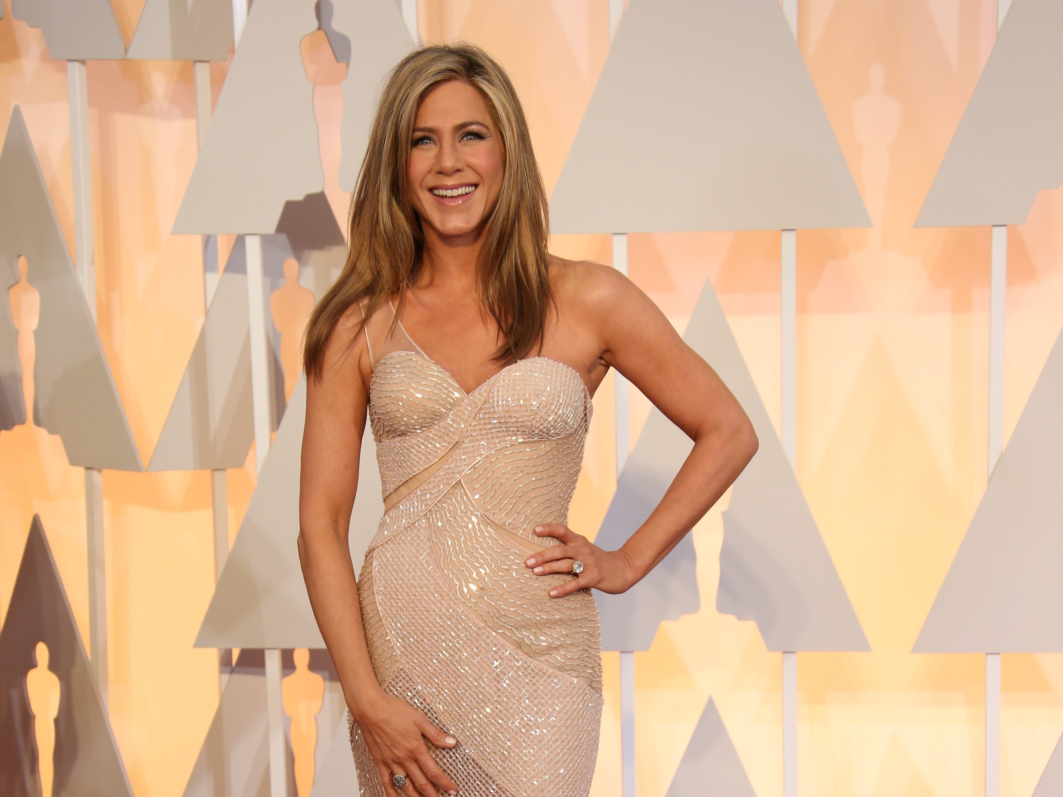 2/22/15 4:59:29 PM -- Los Angeles, CA, U.S.A  -- Jennifer Aniston arrives at the 87th annual Academy Awards at the Dolby Theatre. --    Photo by Dan MacMedan, USA TODAY contract photographer  ORG XMIT:  DM 132487 2015 OSCARS 2/18/2015 (Via OlyDrop)