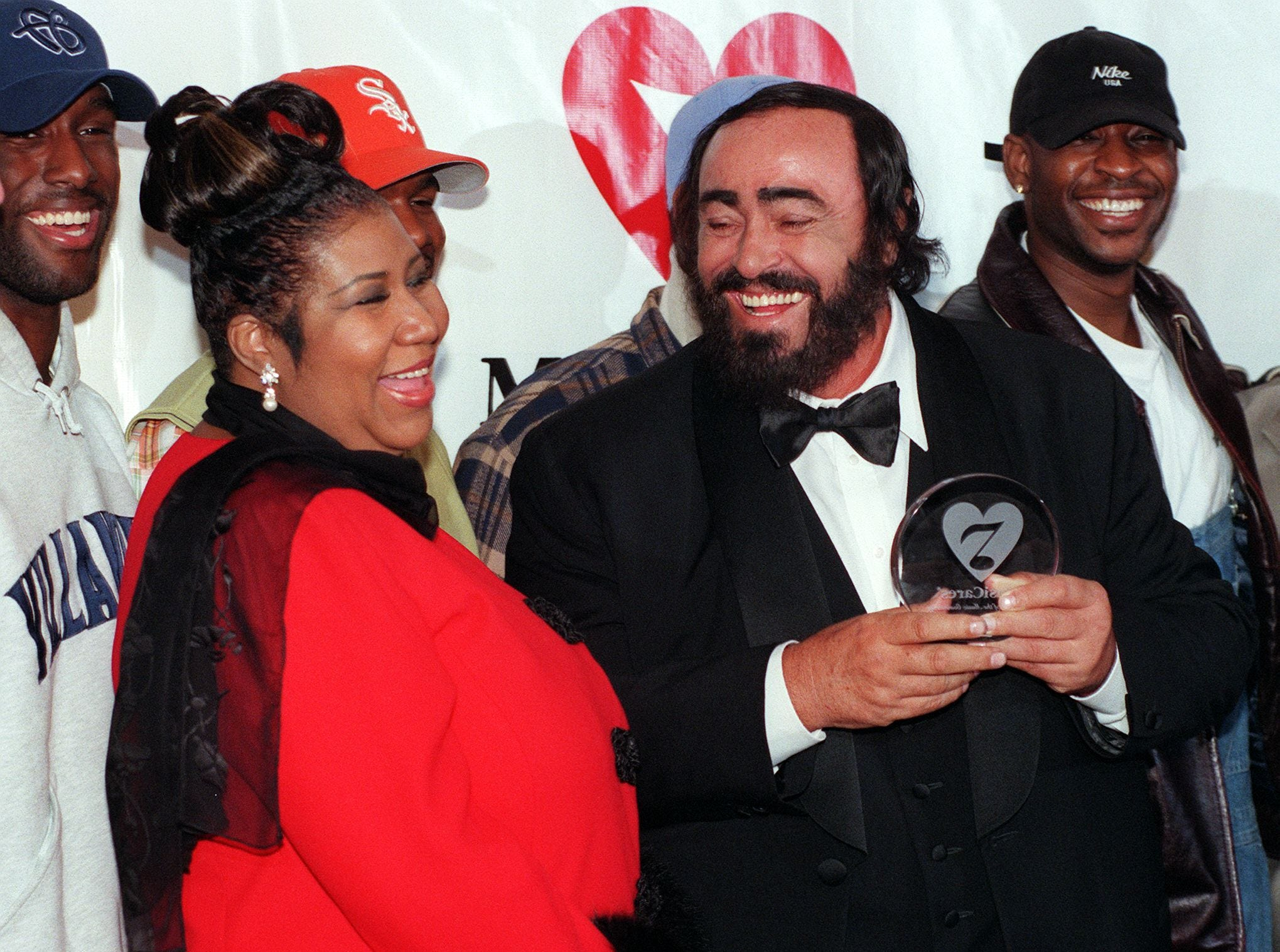 "(FILES) In this file photo taken on February 23, 1998 Opera singer Luciano Pavarotti (R) laughs along with singer Aretha Franklin (L) and the group Boyz II Men (rear) after accepting the eighth MusiCares Foundation ""Person of the Year"" award in New York. - Aretha Franklin died at the age of 76 on August 16, 2018 at her home in Detroit according to her publicist. (Photo by HENNY RAY ABRAMS / AFP)HENNY RAY ABRAMS/AFP/Getty Images ORIG FILE ID: AFP_18C7RH"