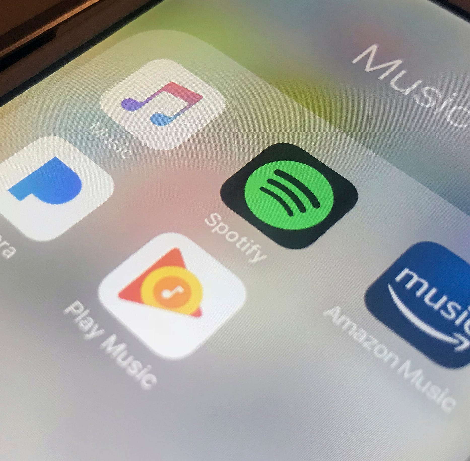Nashville Metro Council backs songwriters in dispute with music streaming companies