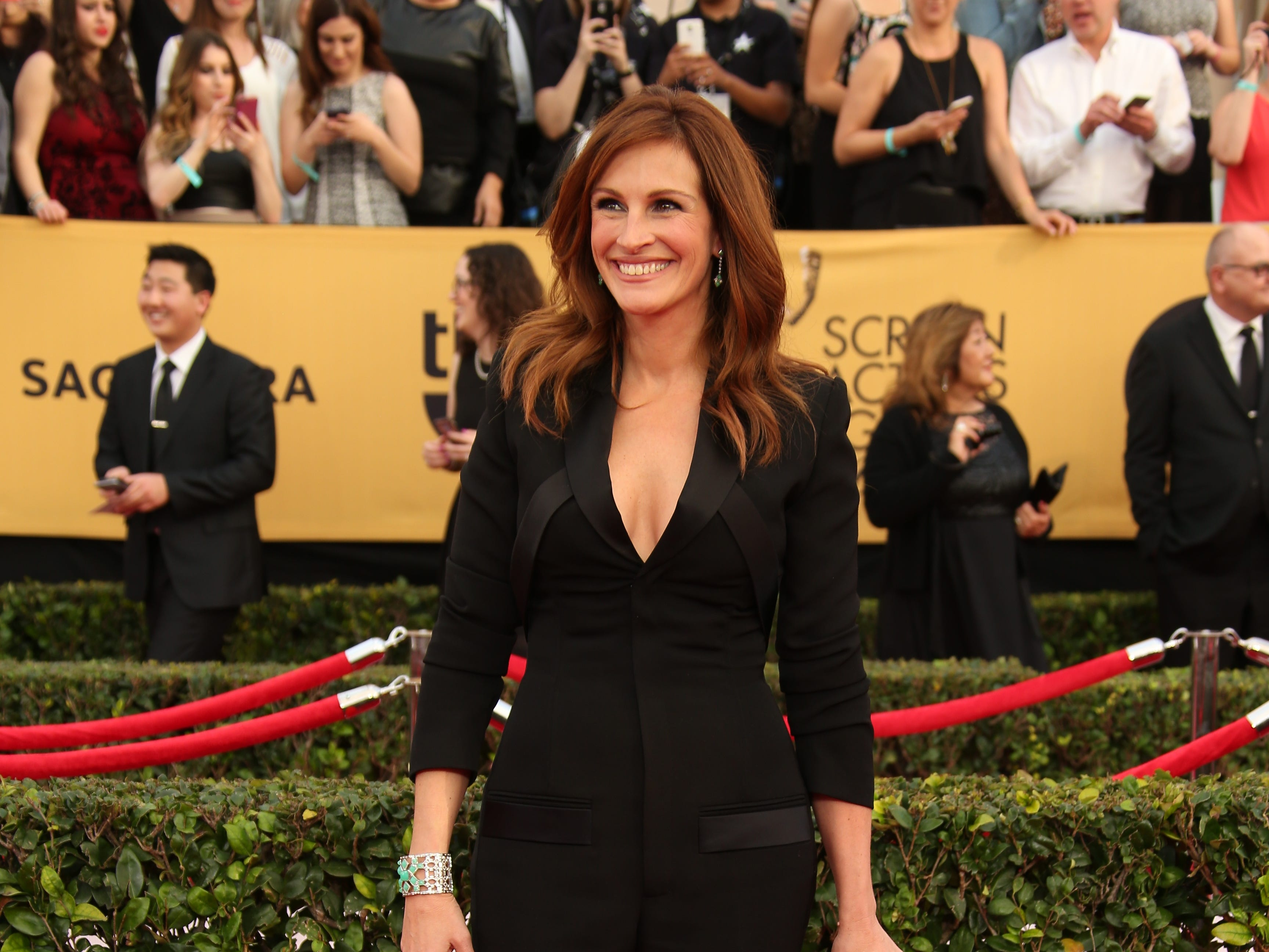 1/25/15 4:28:37 PM -- Los Angeles, CA, U.S.A  -- Julia Roberts arrives at the 21st Screen Actors Guild Awards at the Shrine Auditorium in Los Angeles, CA--    Photo by Dan MacMedan, USA TODAY contract photographer  ORG XMIT:  DM 132367 2015 SAG AWARDS 1/25/2015 (Via OlyDrop)