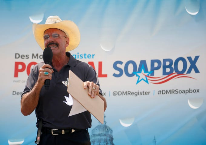 Mark David Strauss, Libertarian candidate for the 2nd Congressional District speaks at The Des Moines Register Political Soapbox Aug. 17, 2018.