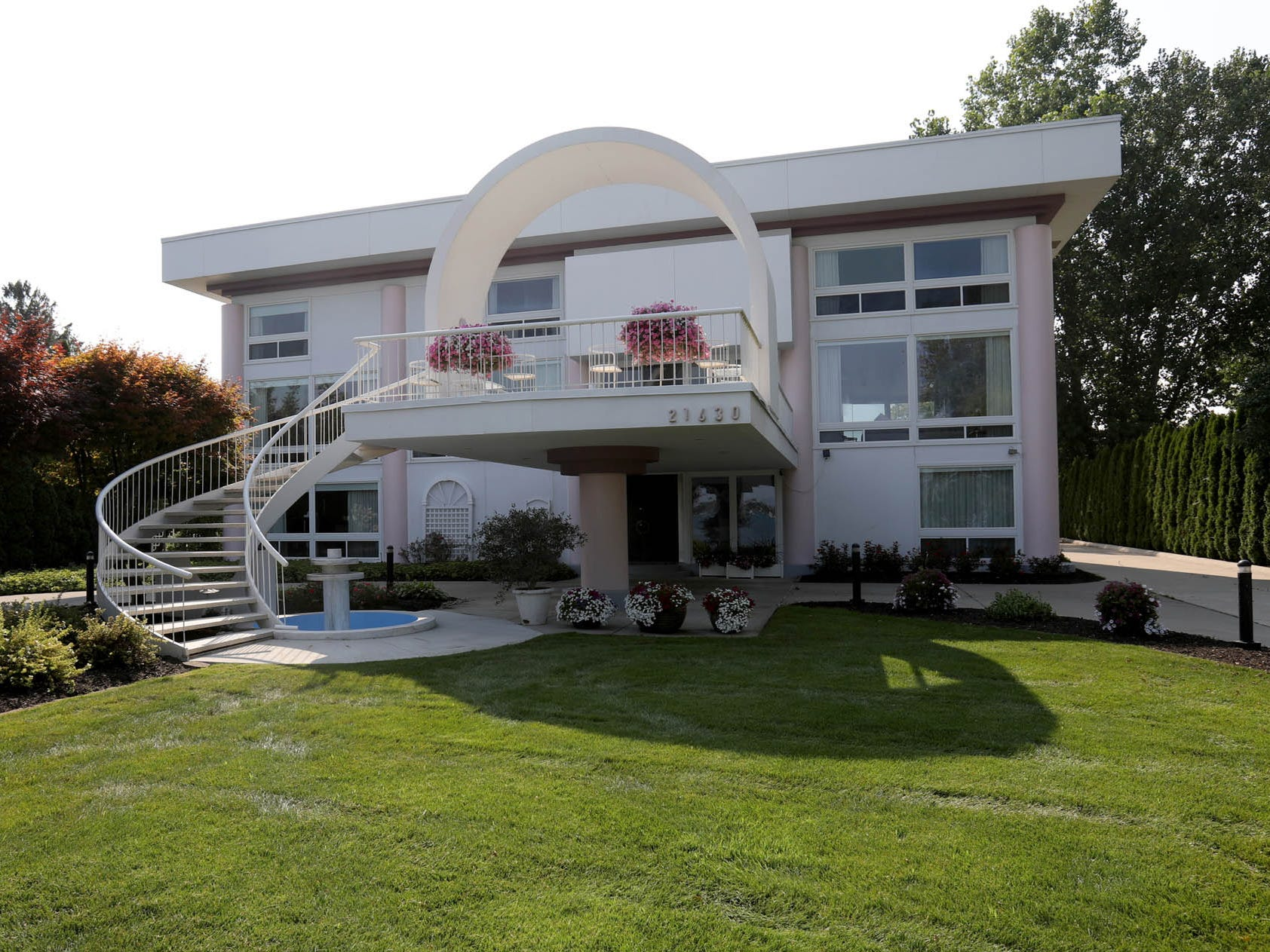 Theater-like views and a pink kitchen make this Grosse Ile home a showplace