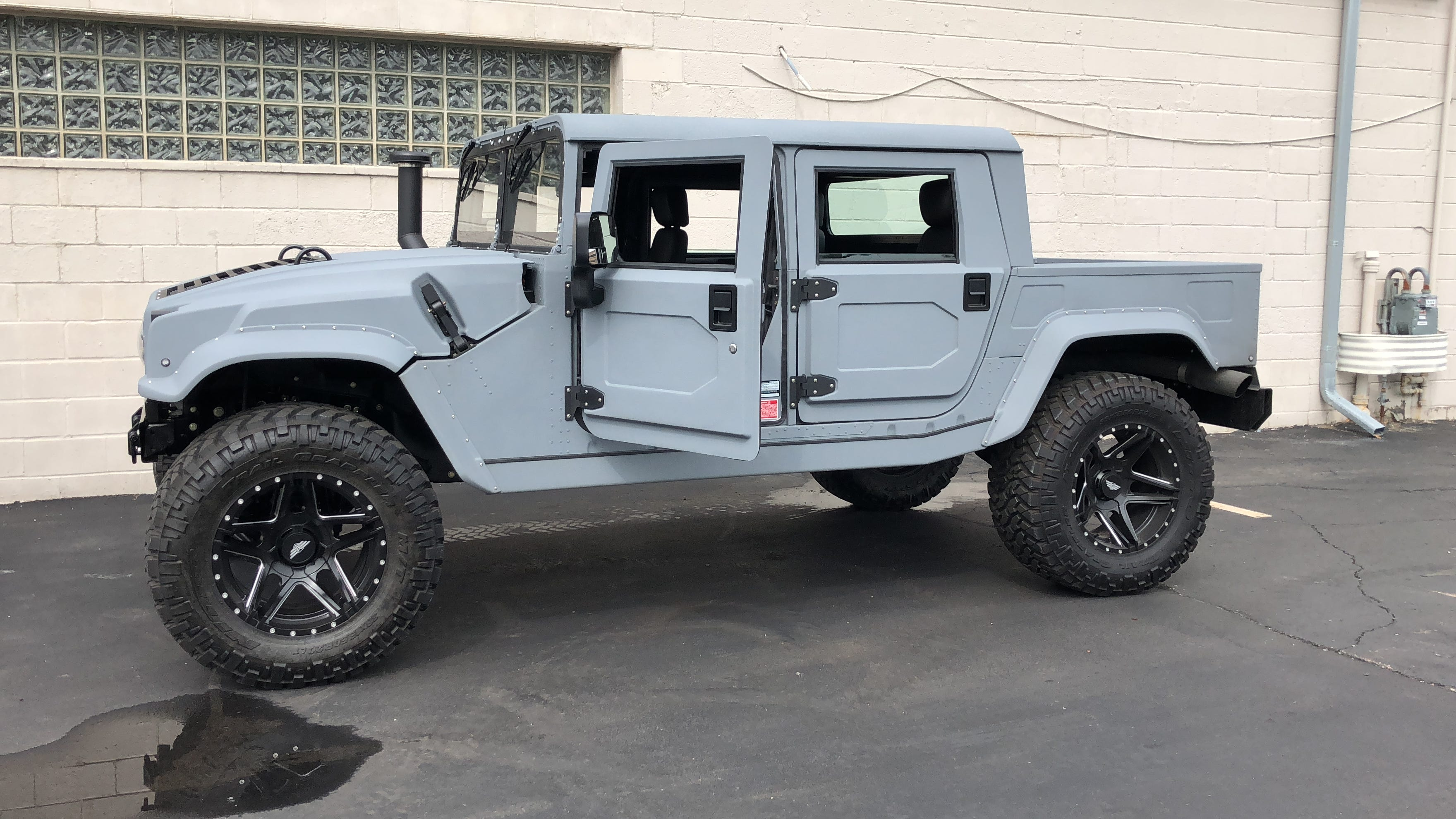 Video: Mil-Spec revives Hummer H11 with more power and luxury | new h1 hummer