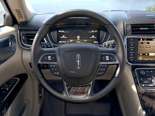 Lincoln Motor Company >> Best Luxury Car Lincoln Continental Challenges Mercedes