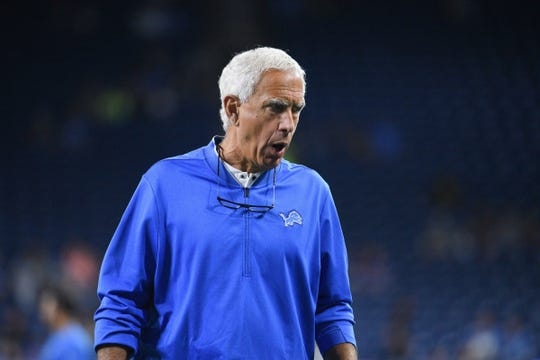Detroit Lions defensive coordinator Paul Pasqualoni looks on  before a game against the New York Giants at Ford Field on Aug 17, 2018.