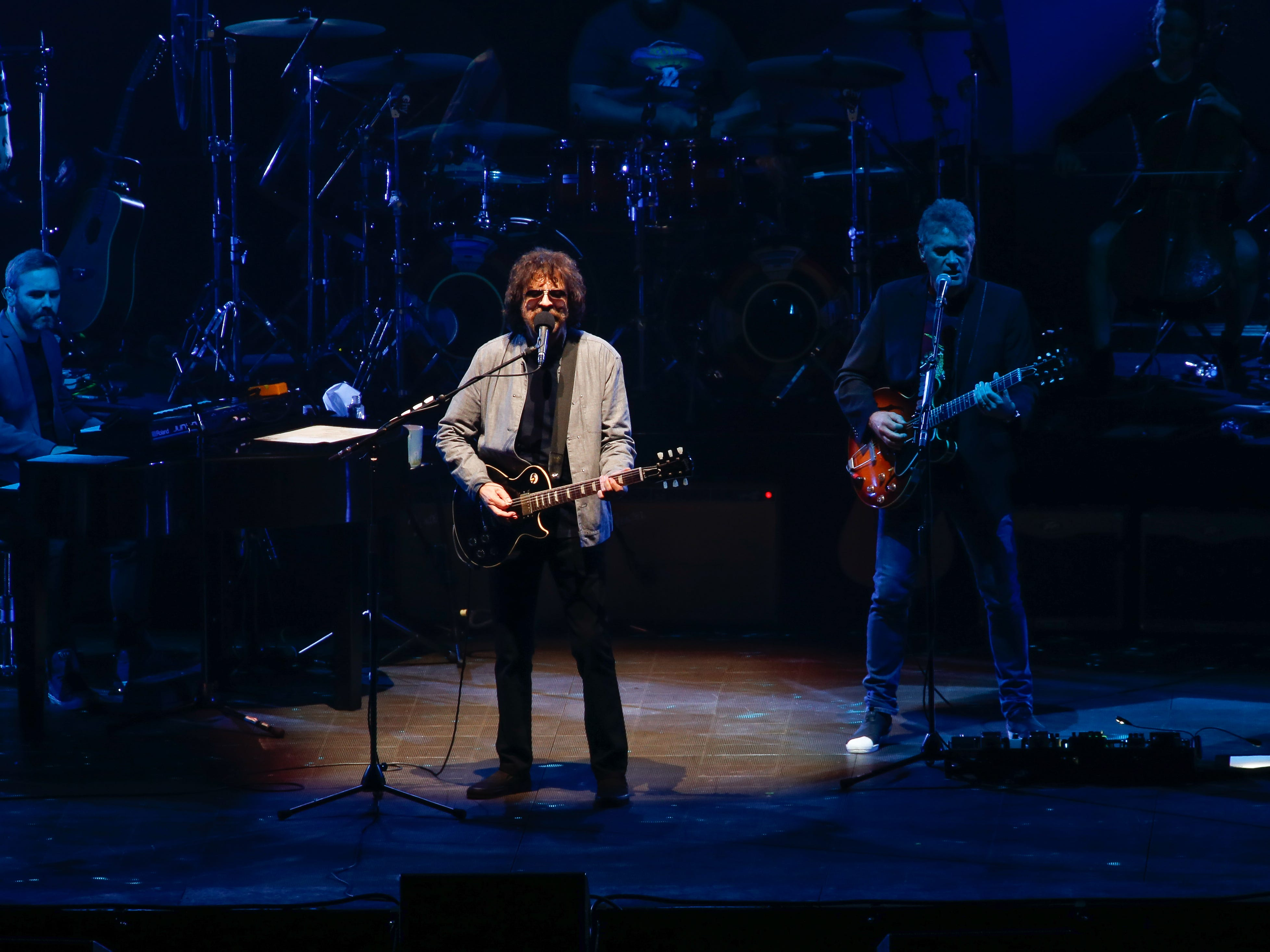 Jeff Lynne and ELO open up Thursday night's tightly arranged concert at Little Caesars Arena, running through the art-rock's group catalog of hits.