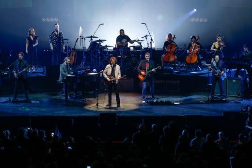 Review: Jeff Lynne's ELO brings blue skies to Little Caesars Arena