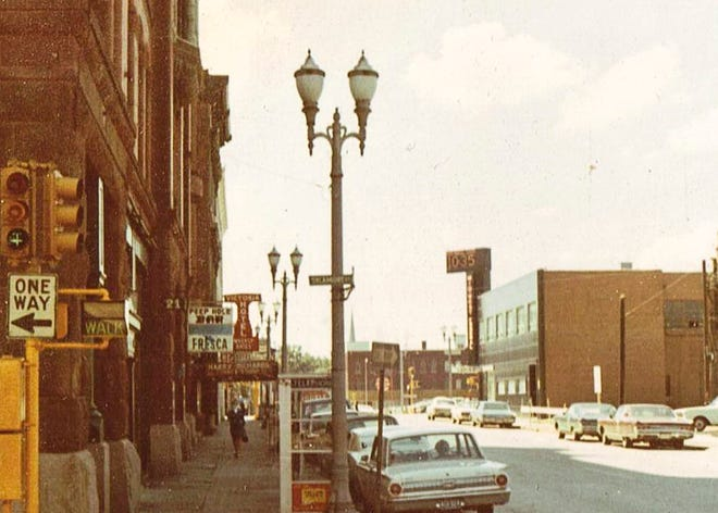 Peephole Bar and Grill on the corner of Second and Sycamore c. 1970. The bar was located in the Grein Building before relocating to the corner of Second and Main streets.