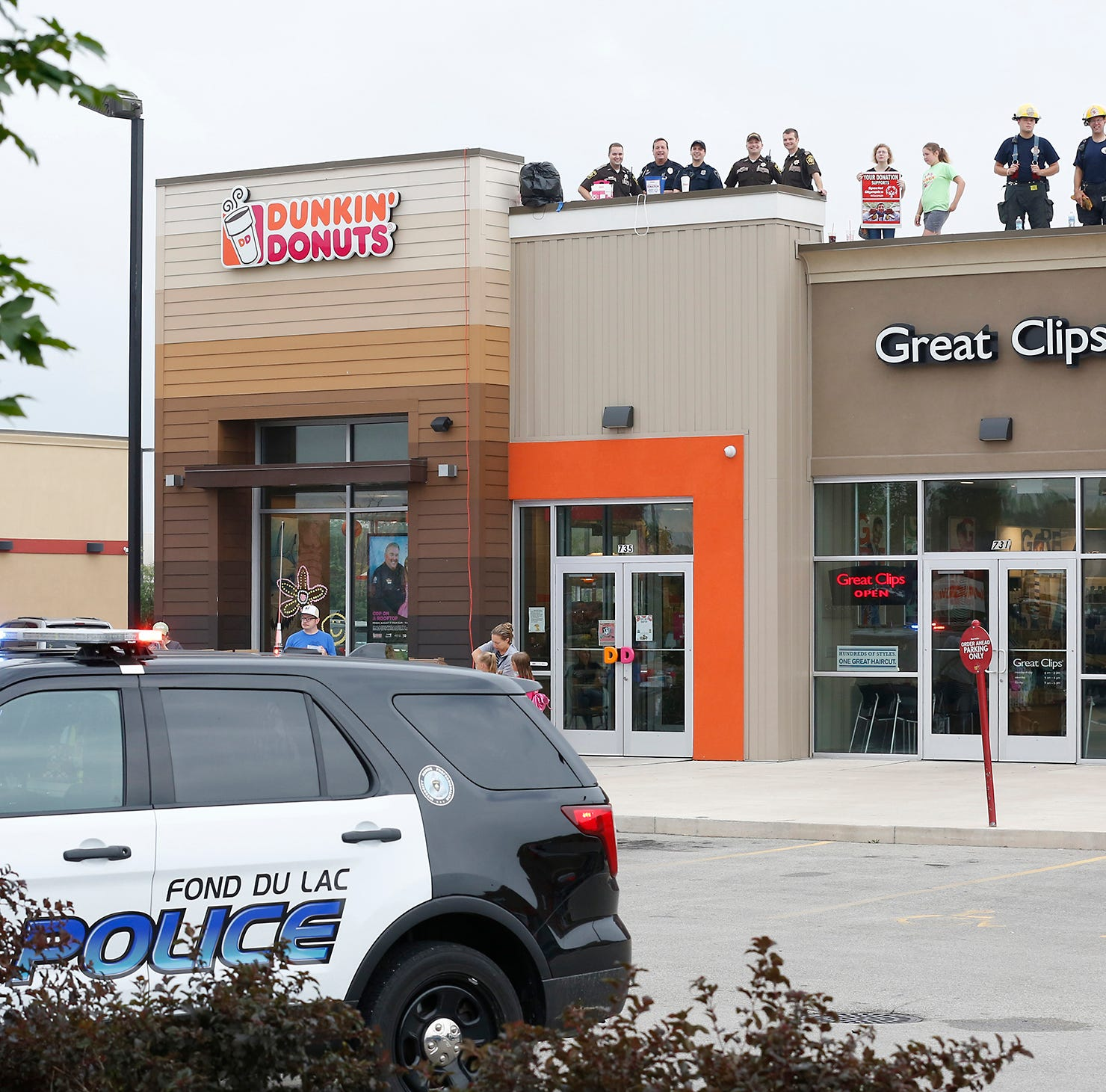 Fond du Lac cops on Dunkin' Donuts' roof, raising dough for Special Olympics Wisconsin