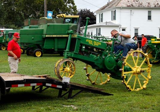 03 LAN Tractor Show