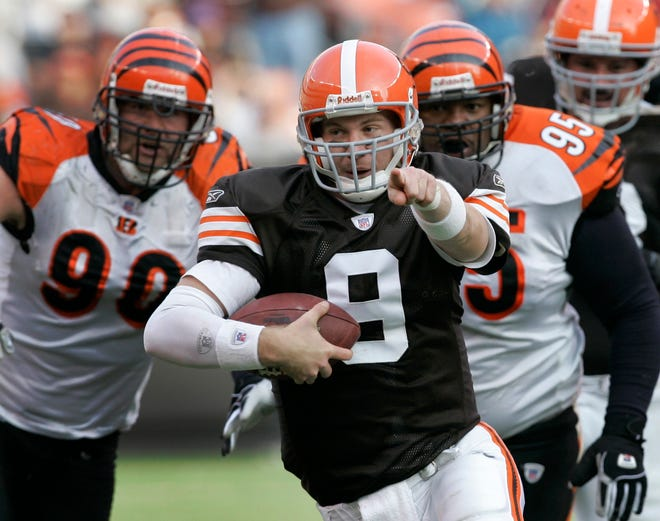 Charlie Frye scrambles away from pressure as Cleveland Browns quarterback in this 2006 game against the Cincinnati Bengals.