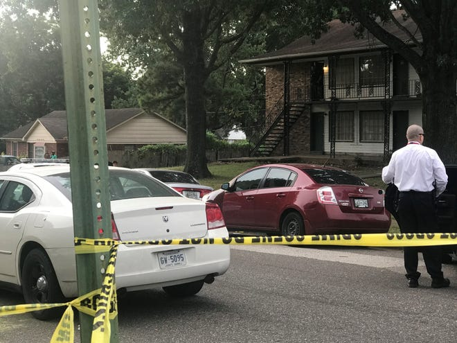 Memphis police officers investigate a fatal shooting on Foxhall Drive early Friday morning, Aug. 17, 2018