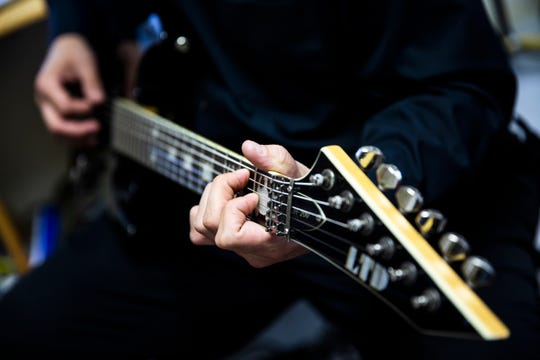 How To Play The Guitar Pros Offer Tips