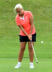 Elayna Bowser chips onto the green in the Michigan Women's Amateur at Western Golf & CC.