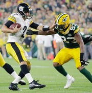Green Bay Packers linebacker Reggie Gilbert (93) pressures Pittsburgh Steelers quarterback Mason Rudolph (2) in the second quarter of an NFL preseason game at Lambeau Field on Thursday, August 16, 2018 in Green Bay, Wis.