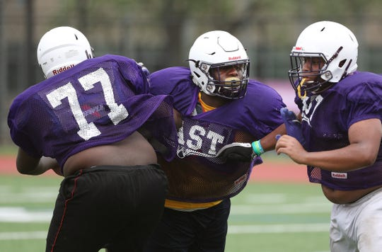 Bobby Searight fights through a double team during practice.