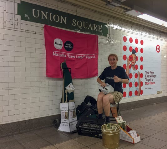 """Saw Lady"" performs in Union Square"