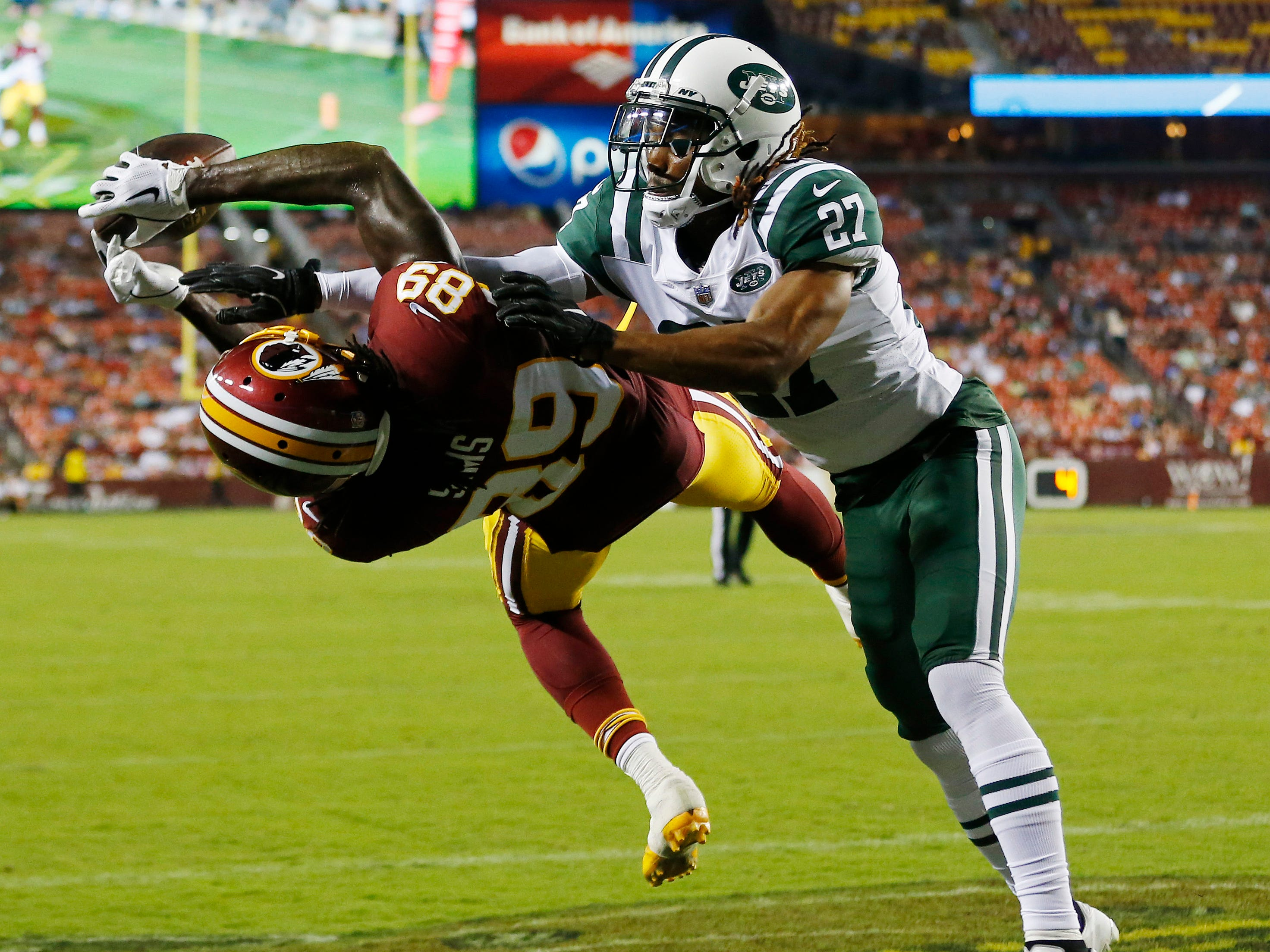 Washington Redskins wide receiver Cam Sims attempts to catch a pass in the end zone as New York Jets cornerback Darryl Roberts defends in the second quarter at FedExField.