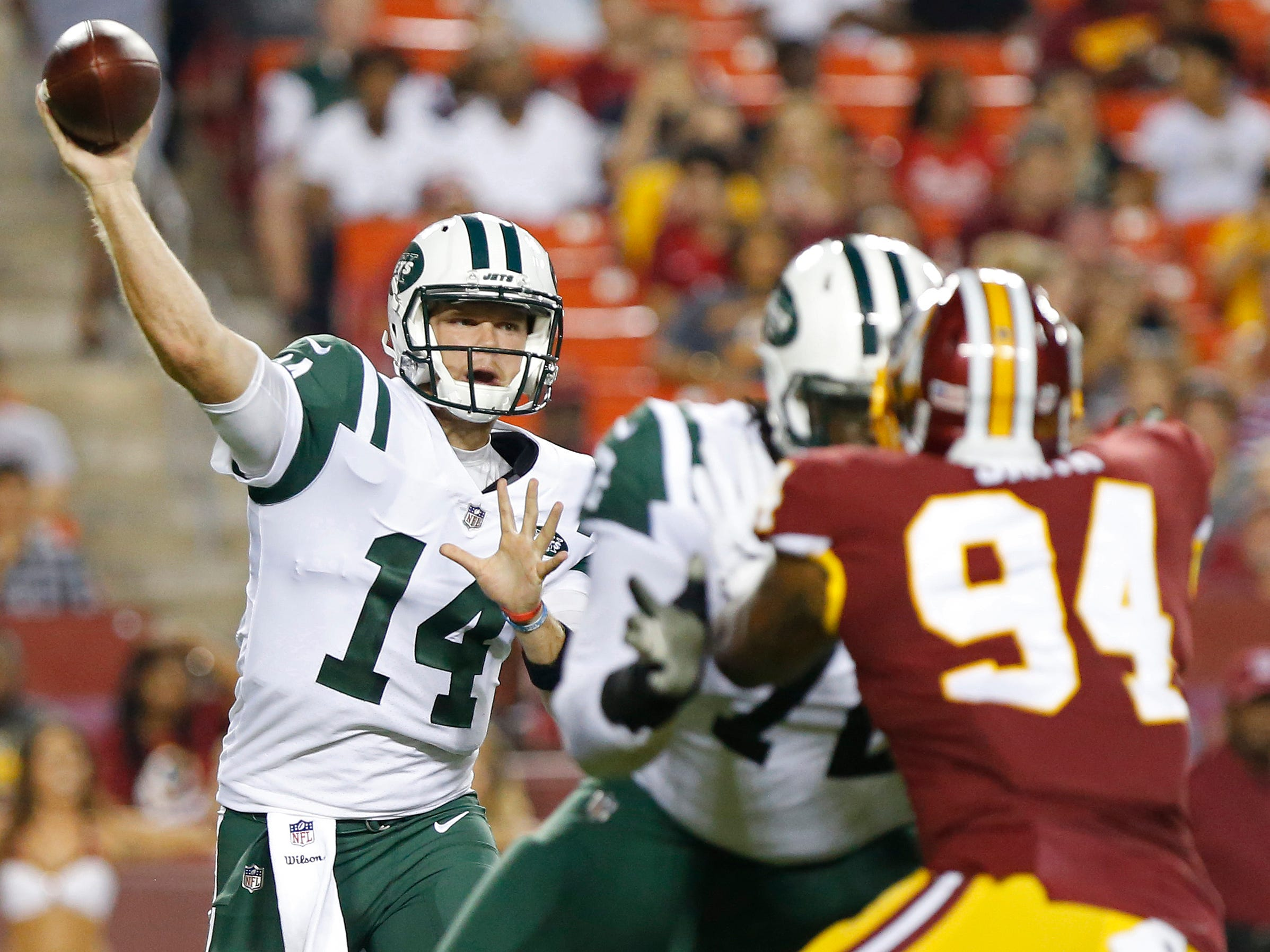 New York Jets quarterback Sam Darnold passes the ball as Washington Redskins linebacker Preston Smith defends in the first quarter at FedExField.