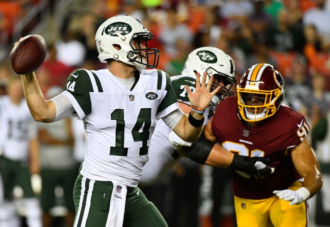 Sam Darnold completed 8 of 11 passes for 62 yards against the Redskins.