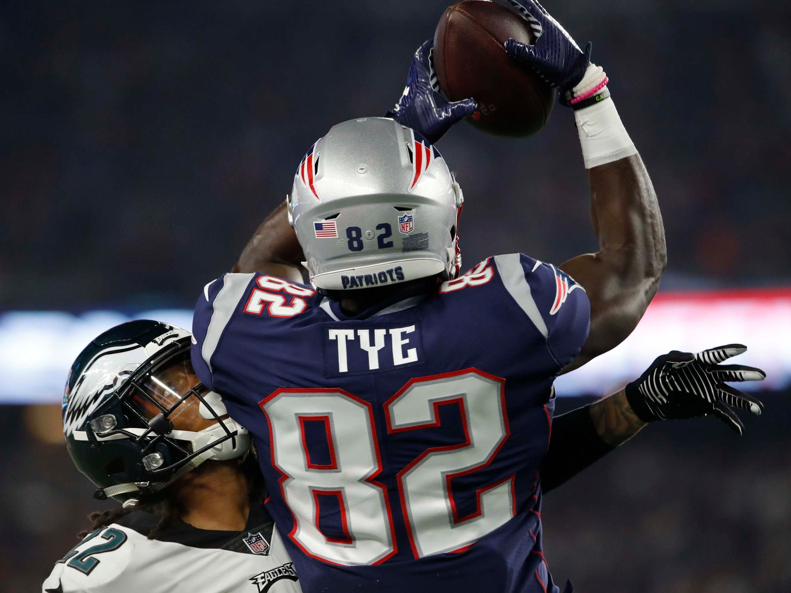New England Patriots tight end Will Tye makes the catch against Philadelphia Eagles cornerback Sidney Jones in the second quarter at Gillette Stadium.