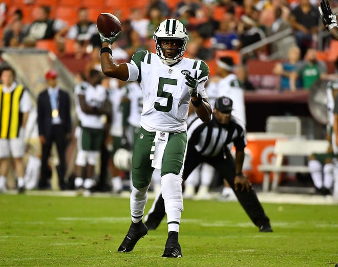 Jets QB Teddy Bridgewater fires a pass Thursday night against Washington.