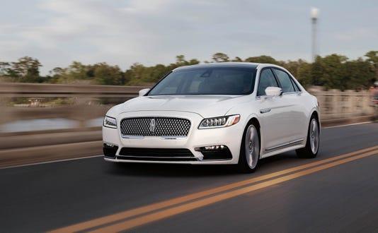 2018 Lincoln Continental 02