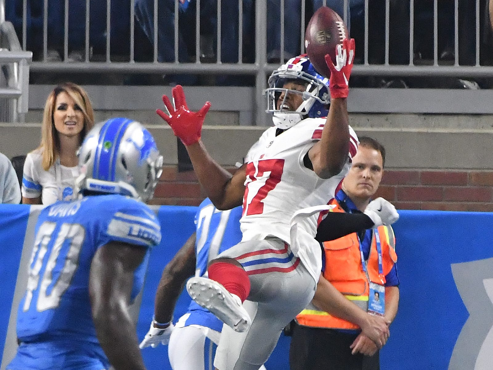 Giants' Sterling Shepard can't bring in a reception in the end zone in the first quarter.