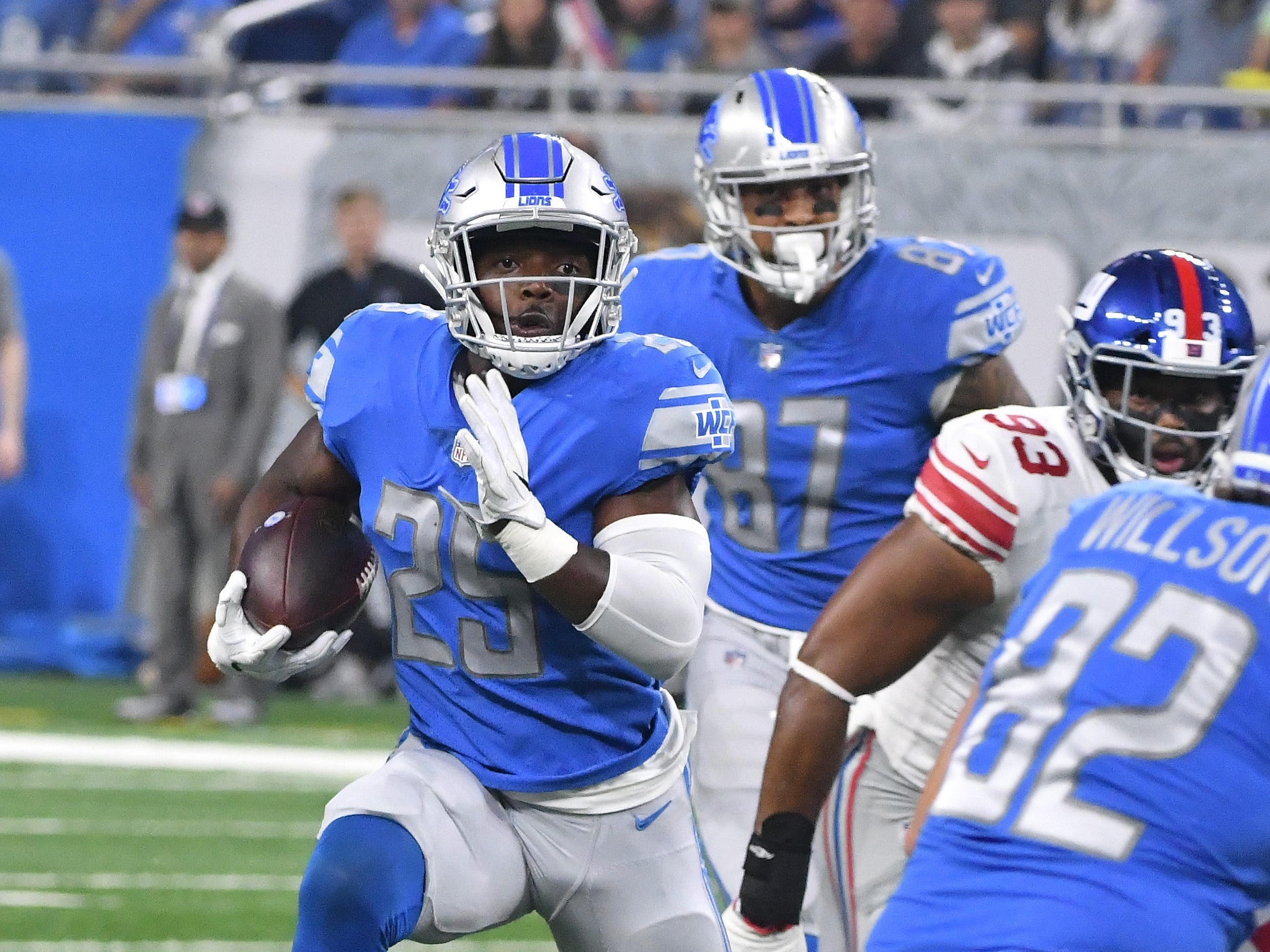 Lions running back Theo Riddick gets an reception in open space, running down field for a long first down in the first quarter.