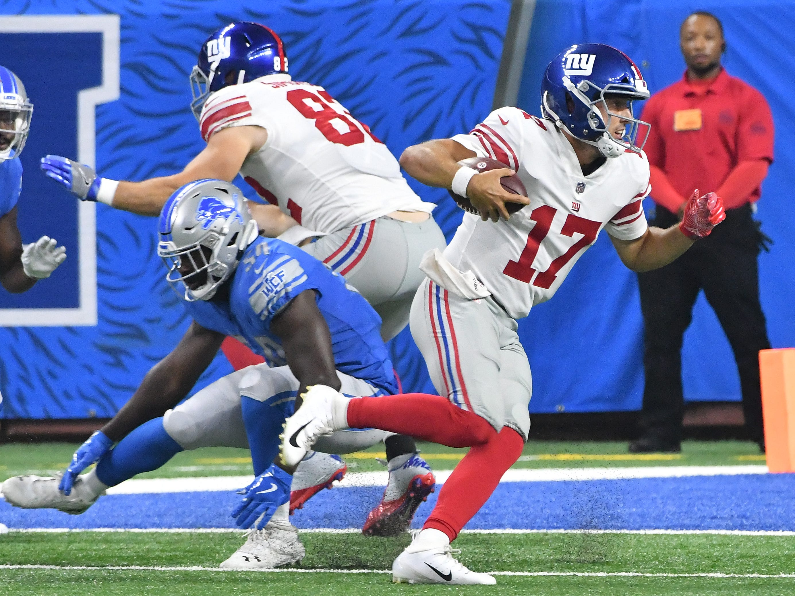 Giants quarterback Kyle Lauretta avoids several Lions defenders and goes into the end zone for a touchdown in the third quarter.